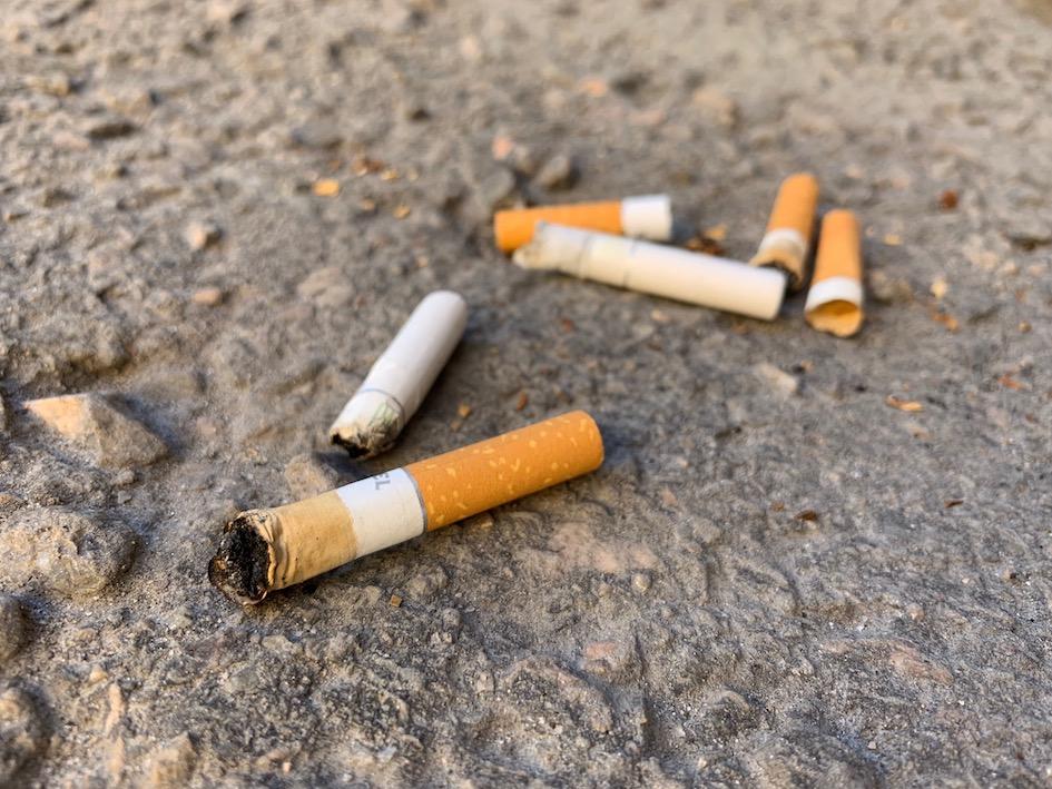 tupakka, tumppi, mikromuovi, ympäristö, tupakantumppi, roska