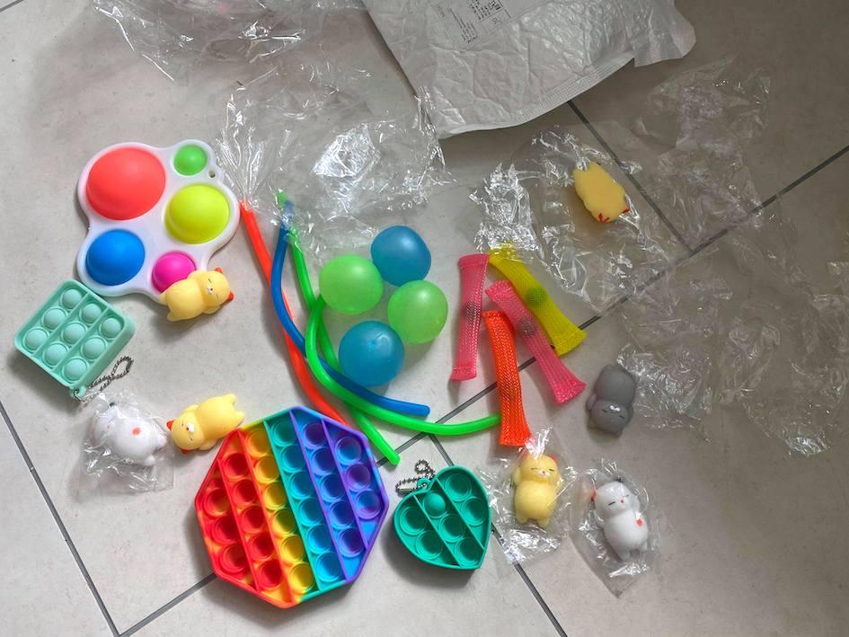 fidget, pop it, simple dimple, fidgety, muovi, muovilelut, muovinpehmennin, muovinpehmentimet, kemikaalit, ftalaatit, ftalaatti, kemikaaliturvallisuus, lapset,